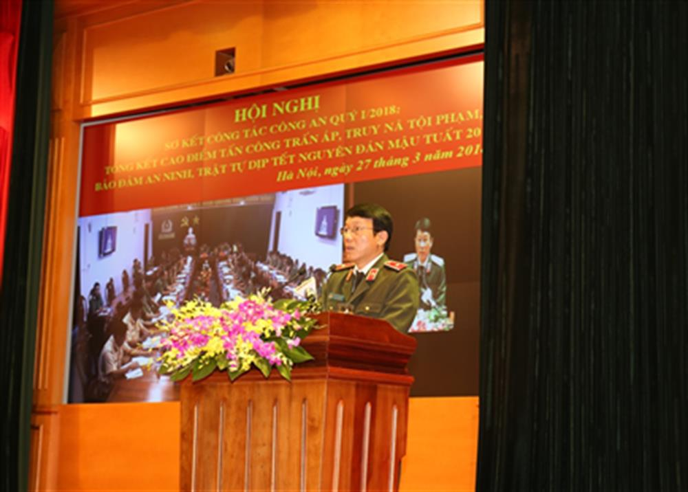 Major General Luong Tam Quang, Director of the Ministry of Public Security's Office, delivering report on task performances of the Public Security Forces in Q1.