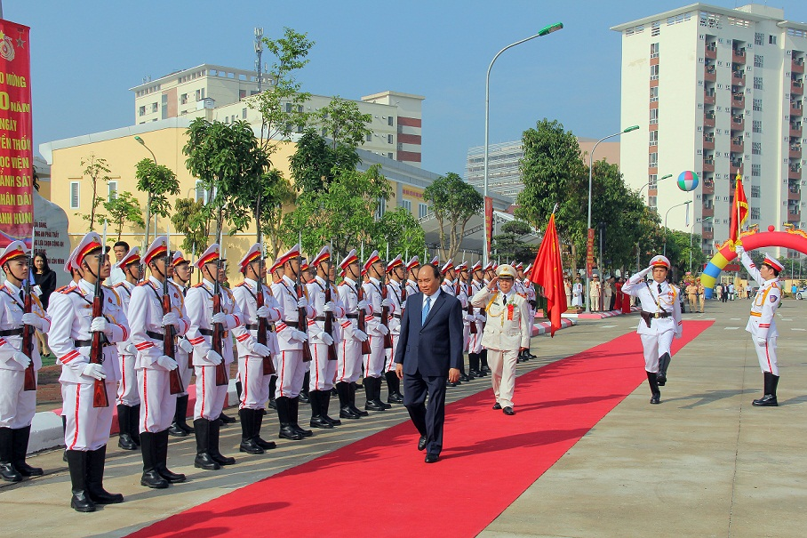 Prime Minister inspects guard of honor