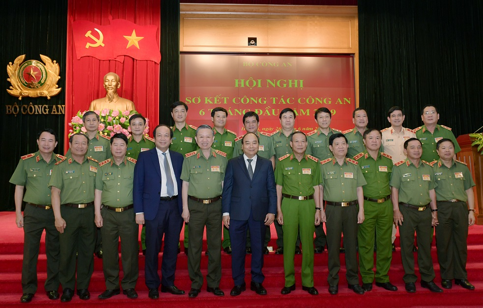 PM Nguyen Xuan Phuc, Minister To Lam and other senior officials in the meeting.