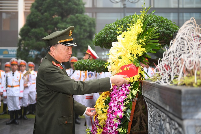 Minister To Lam offers flowers at the Memorial House of President Ho Chi Minh.