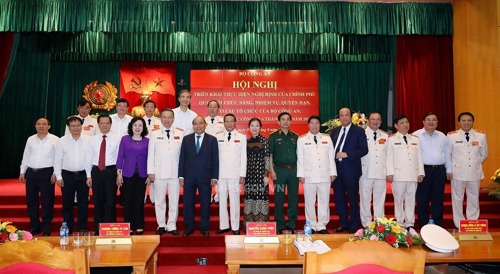 Prime Minister Phuc, Minister Lam and delegates of the Conference.