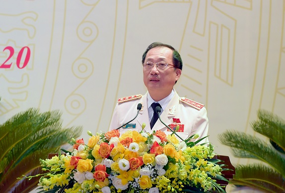 Senior Lieutenant General Nguyen Van Thanh, Deputy Minister of Public Security, delivers the draft report on the review of the leadership of the Central Party Committee in the 2015-2020 term.