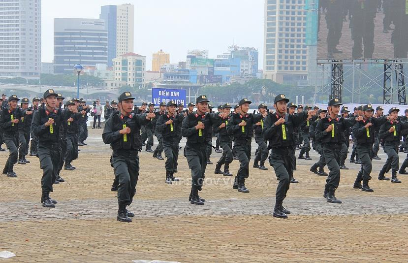 Martial arts performance of the Mobile Police