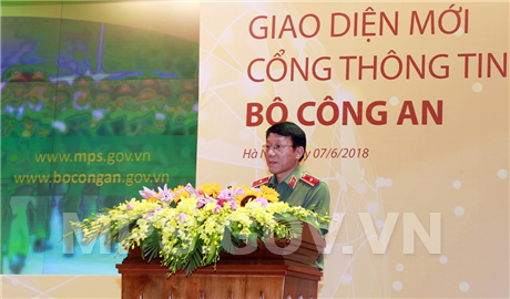 Major General Luong Tam Quang, Chief of Ministry of Public Security's Office speaks at the event.