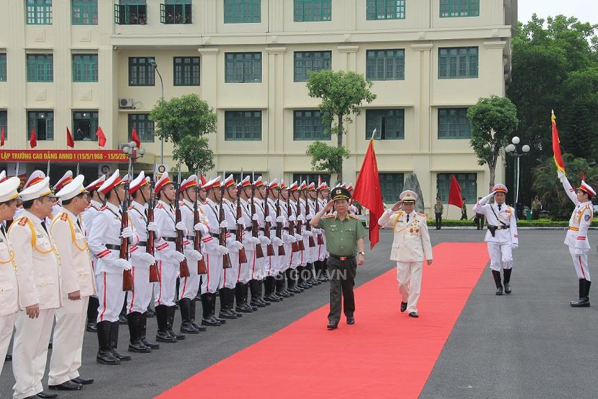 Deputy Minister Nguyen Van Son reviews the Guard of Honor.