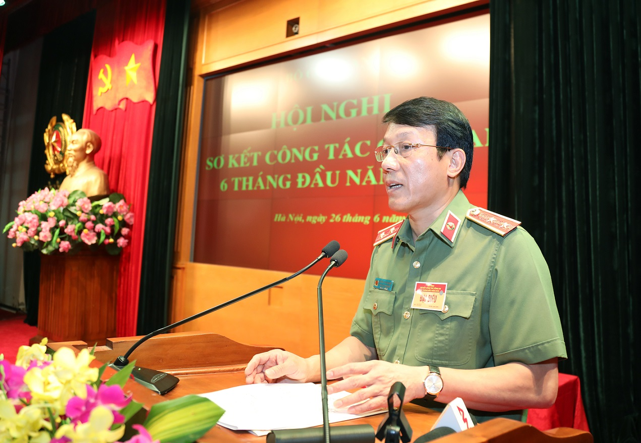 Lieutenant General Luong Tam Quang, Chief of the MPS Office, speaks at the event.
