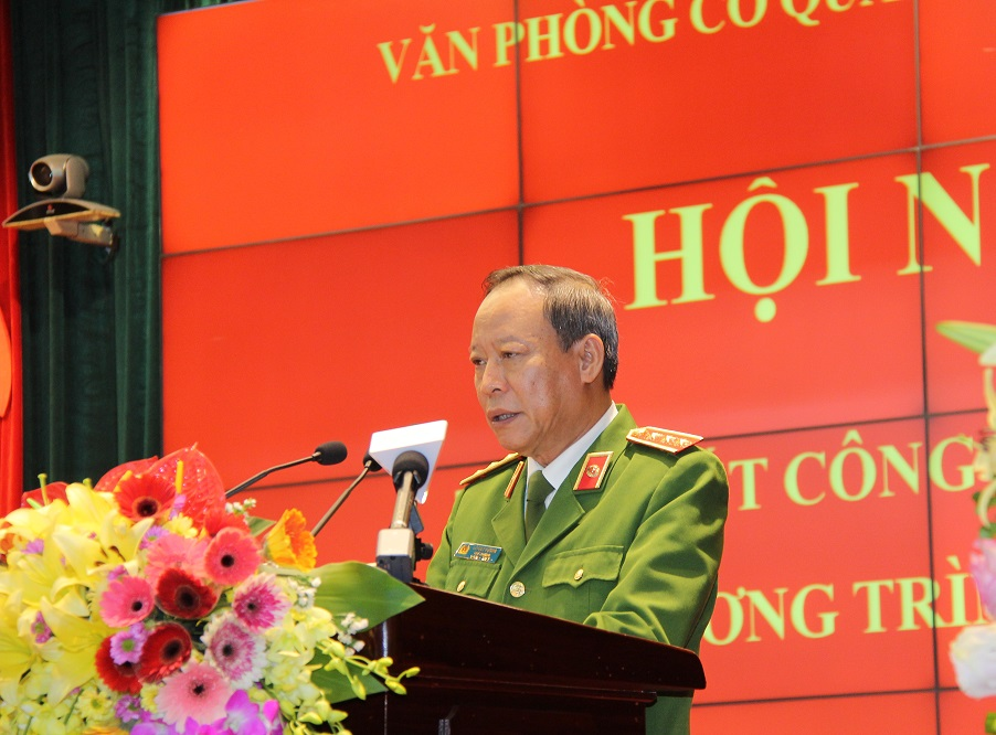 Deputy Minister Le Quy Vuong speaks at the conference.