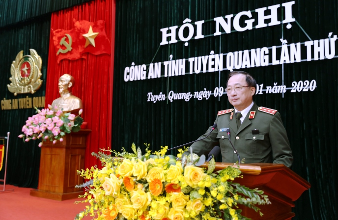 Deputy Minister Nguyen Van Thanh speaks at the conference.