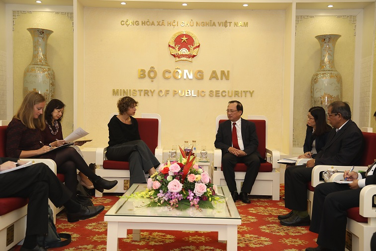 Deputy Minister Nguyen Van Thanh and Ambassador Elsbeth Akkerman at the meeting.