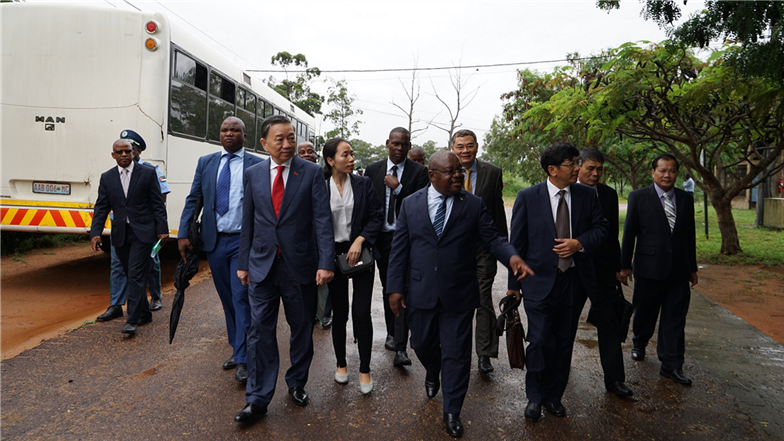 Minister To Lam visits the campus of ACIPOL.