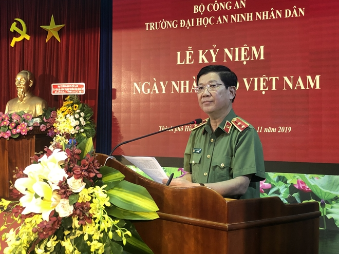 Deputy Minister Nguyen Van Son speaks at the ceremony.