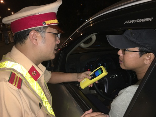 The Ho Chi Minh traffic police check drivers' blood alcohol concentration.