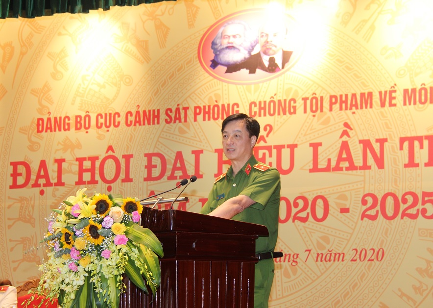 Deputy Minister Ngoc speaks at the event.