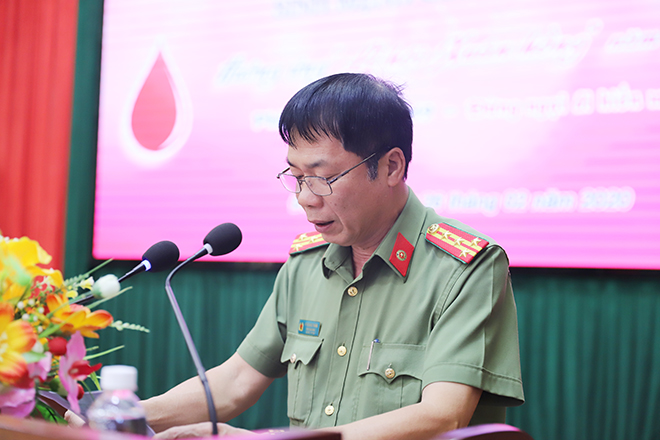 Senior Colonel Ho Quang Thang speaks at the event.