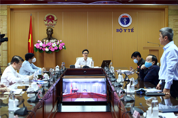 Deputy Prime Minister Vu Duc Dam chairs the meeting.