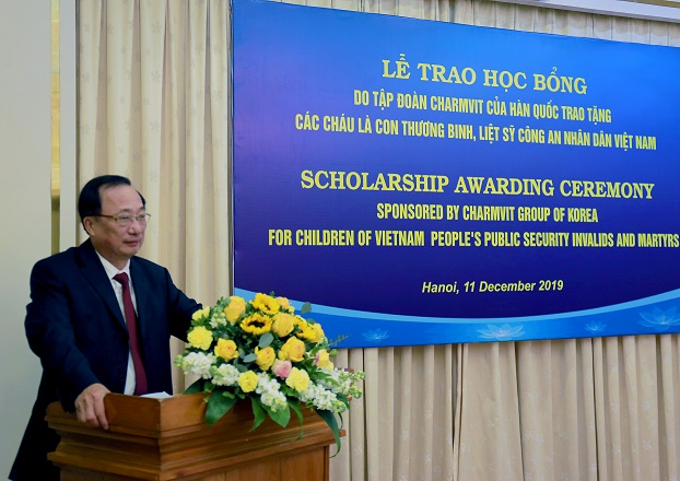 Deputy Minister Nguyen Van Thanh speaks at the ceremony.