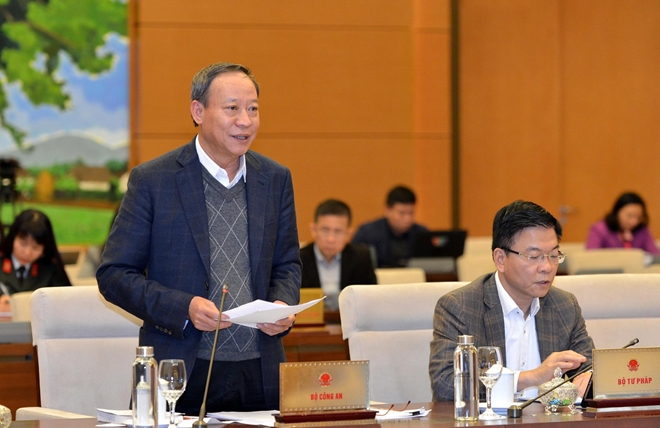 Deputy Minister Le Quy Vuong speaks at the meeting.