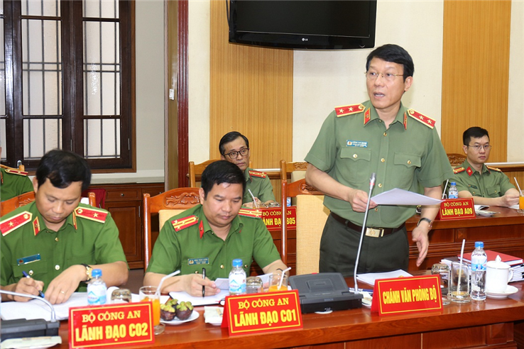 Chief of MPS Office, Lieutenant General Luong Tam Quang briefs other participants of activities and results in April.