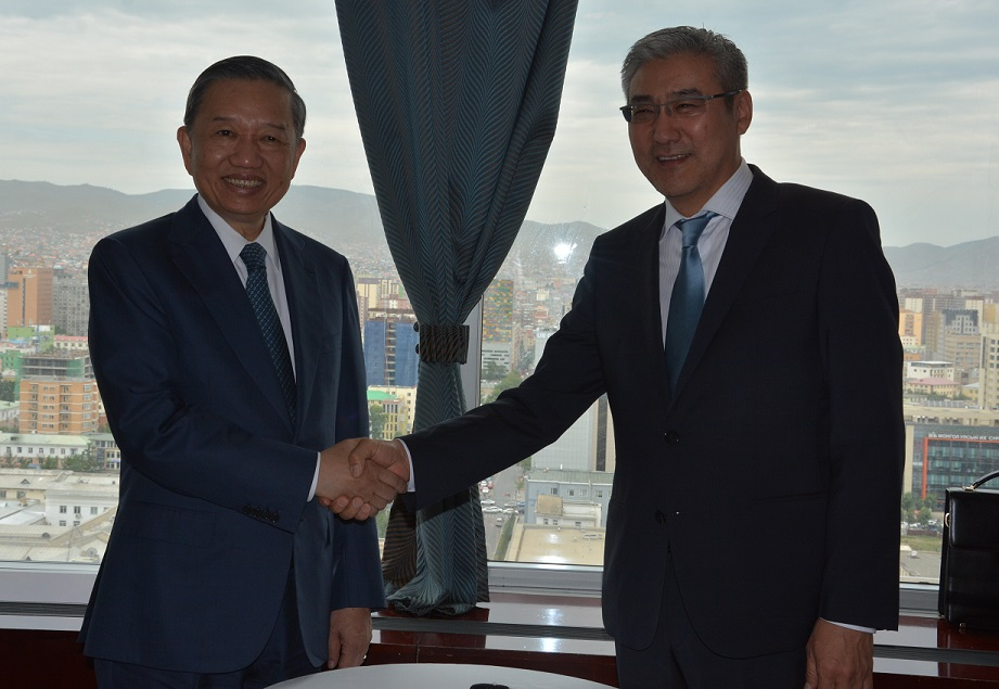 Minister To Lam and Secretary of the Mongolian National Security Council Amarjargal Gansukh.