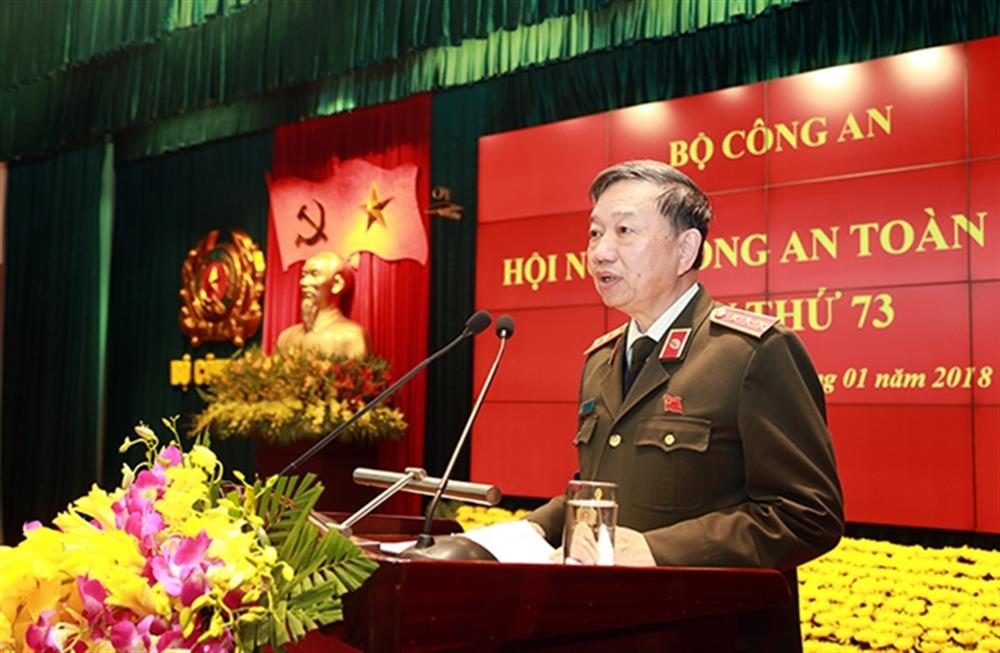 Minister To Lam speaking at the closing ceremony.