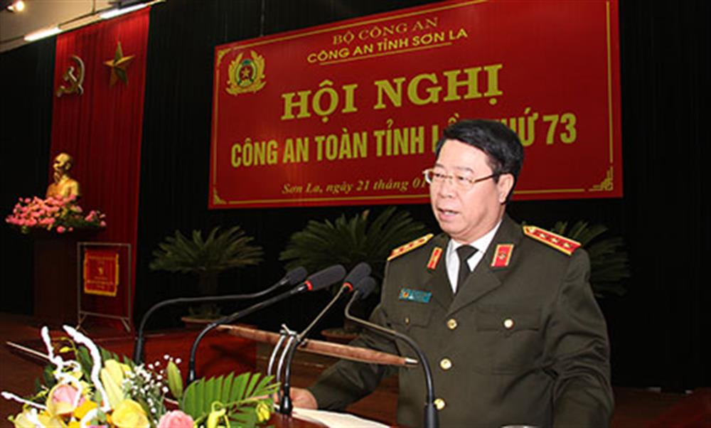 Deputy Minister Bui Van Nam speaking at the conference.