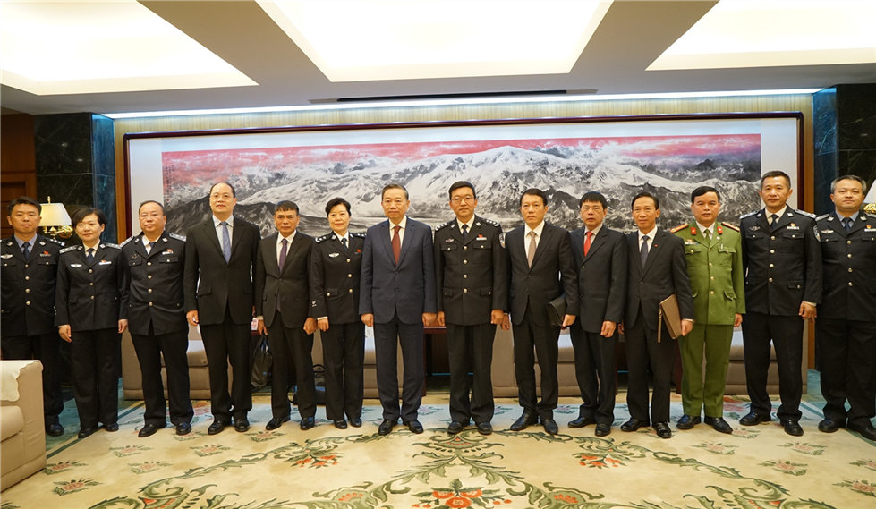 Minister To Lam visits the People's Police University of China.