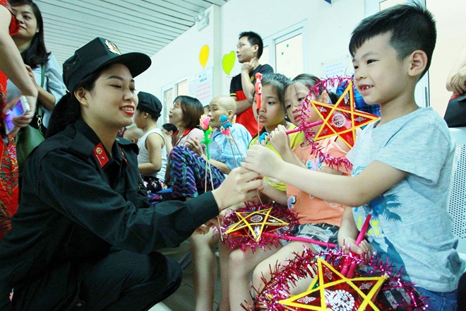 Children happily receive gifts.