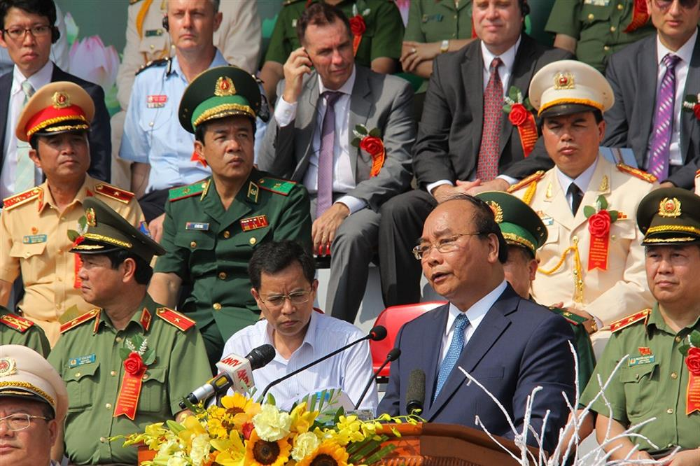 PM Nguyen Xuan Phuc speaks at the event.