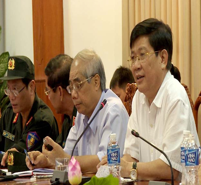 Deputy Minister Nguyen Van Son asks functional forces to handle the incident.