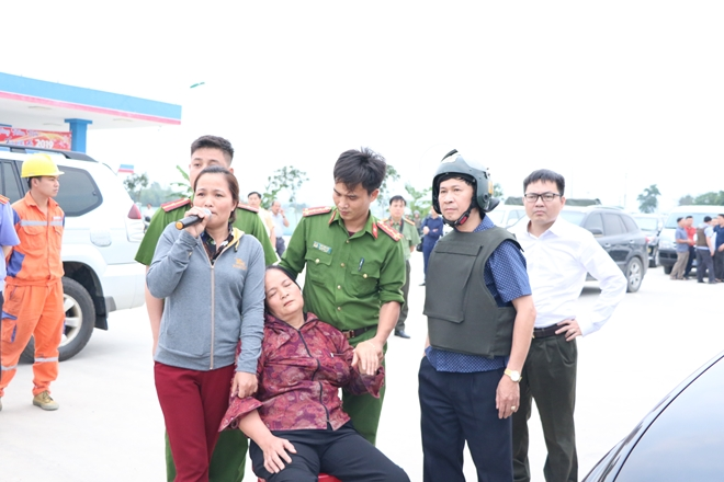 Leaders of the Ha Tinh Provincial Police Department and families of the suspects persuade the drug traffickers to give themselves up to the police.