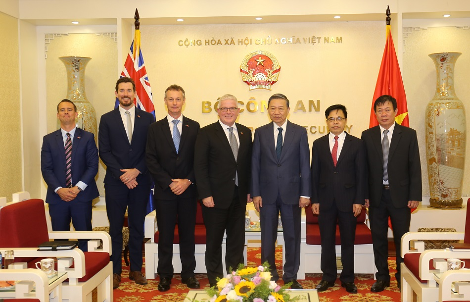 Minister To Lam, Ambassador Craig Chittick and other delegates.