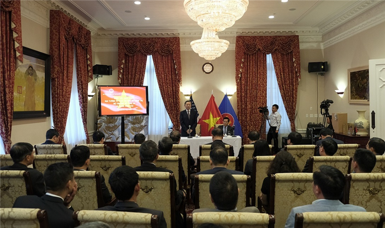 Minister To Lam has talks with the staff of the Vietnamese Embassy in the U.S.
