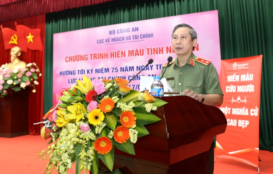 Lieutenant General Trinh Ngoc Bao Duy delivers a speech at the event.