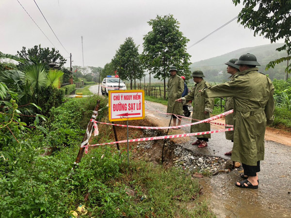 The Ha Tinh Provincial Police Department has implemented various plans and deployed forces to ensure safety for people and property in areas severely affected by floods and rains.