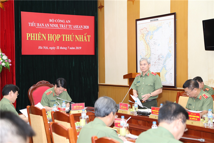 Major General Bui Quang Hai, Deputy Chief of the Office of the MPS announces the decision on establishment of the ASEAN 2020 Security Subcommittee of the MPS.
