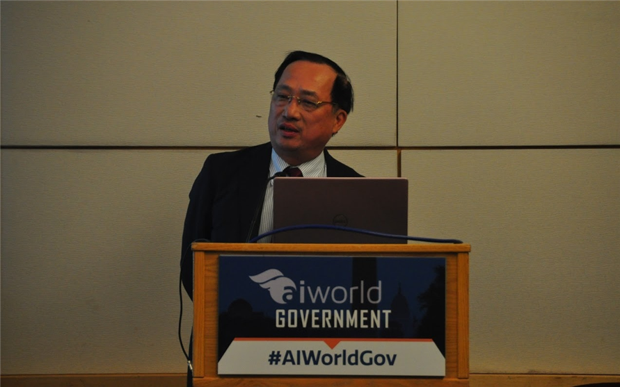 Deputy Minister Nguyen Van Thanh delivers his presentation at the international conference on AI.