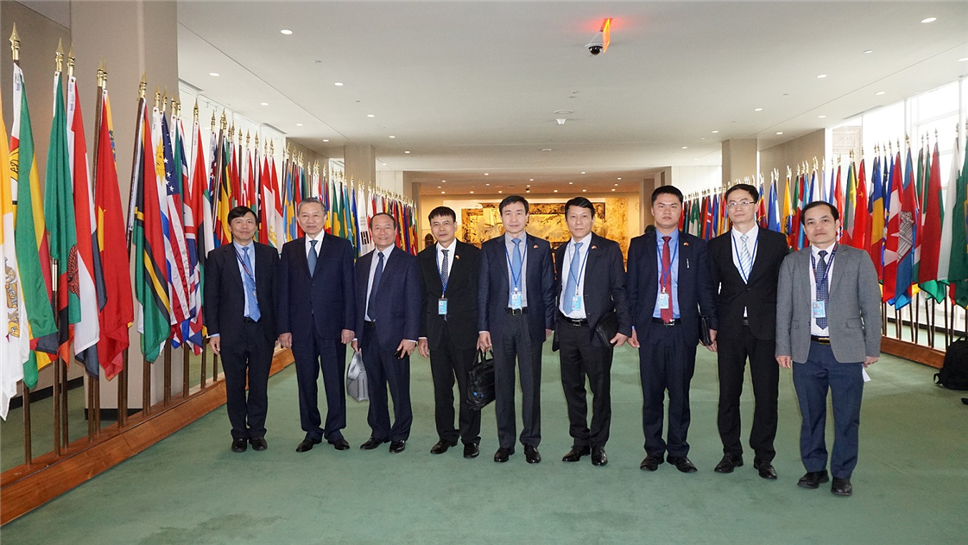 Minister Lam and his aides visit the headquarters of the UN.