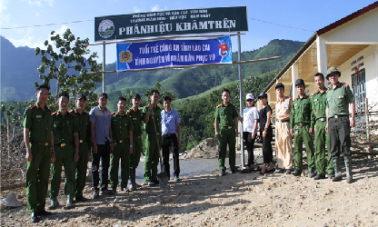 Police officers and soldiers build 300 square-meter concrete yard in Kham Tren village, Nam Chay commune.
