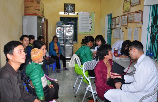 The volunteers offer free health check-ups and medicines in Quang Khe commune clinic.