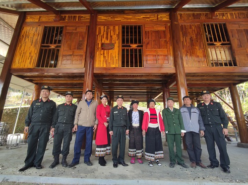Leaders of the Mobile Police High Command and Duong's family at the new house.